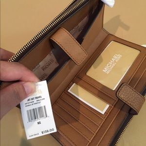 41761221575e Michael Kors Bags - 🌸Michael Kors Signature Adele Double-Zip Wristlet