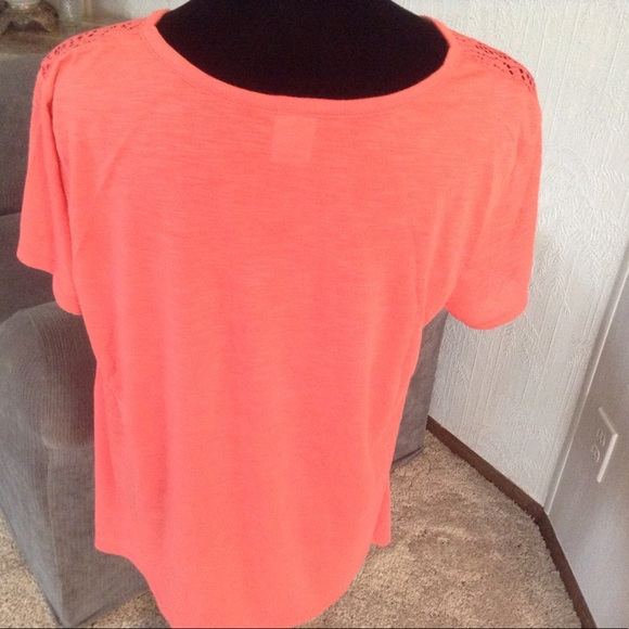 FADED GLORY Tops - Coral Shark Bite hem top.