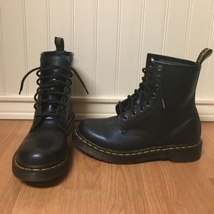 Dr. Martens 1460 in Navy US size 8 womens