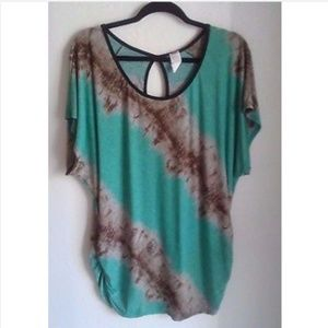 NWT-Judith Stretchy Tunic, 3X Pull over blouse.