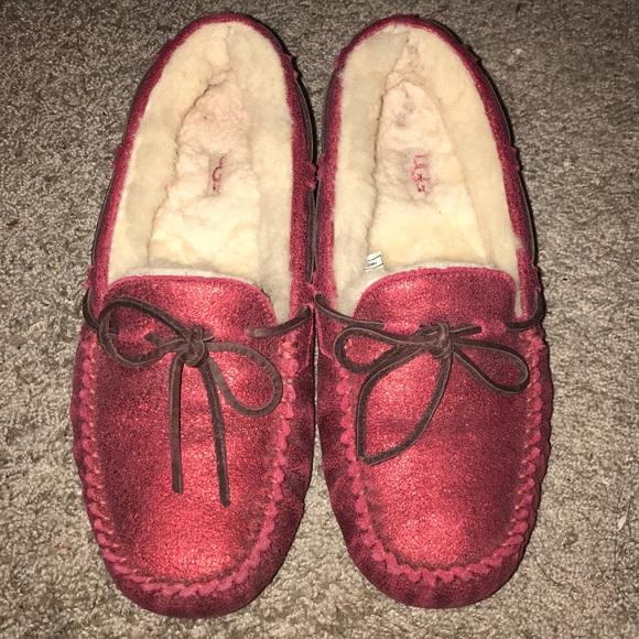 139d5d3b97a Ugg Christmas Red limited edition Slipper