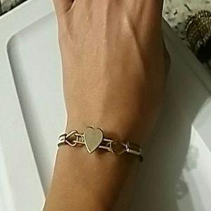 🎃5/$25  Vintage gold colored heart bracelet