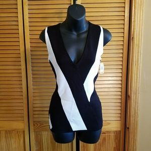 NWT black/white knit top!!