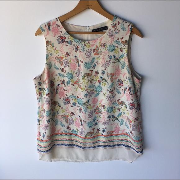 c50e3e92f11bc Sleeveless blouse floral and bird pattern. M 59736e2b7f0a051742005eab