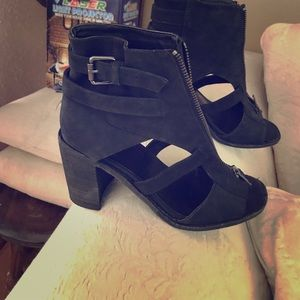 Shelly's London black heels