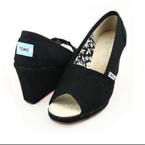 🌹Tom's black canvas peep toe wedge shoes