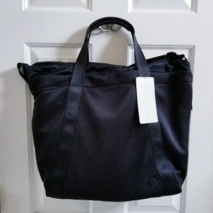 New Lululemon Carry the Day Bag