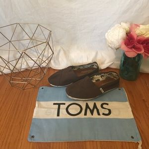 TOMS 8 brown classic canvas shoes
