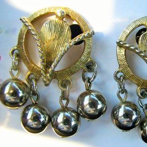 Vintage gold ball florentine dangling earrings