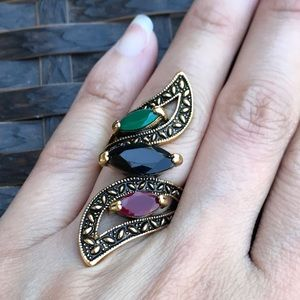 Jewelry - Vintage Style Gold tone Fashion Ring
