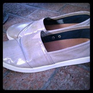 Toms Avalon style slip-on shoes