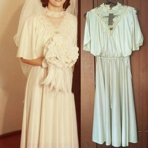 Dresses & Skirts - Vintage ivory dress with lace and mesh