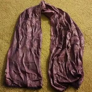 Beautiful metallic purple scarf!!
