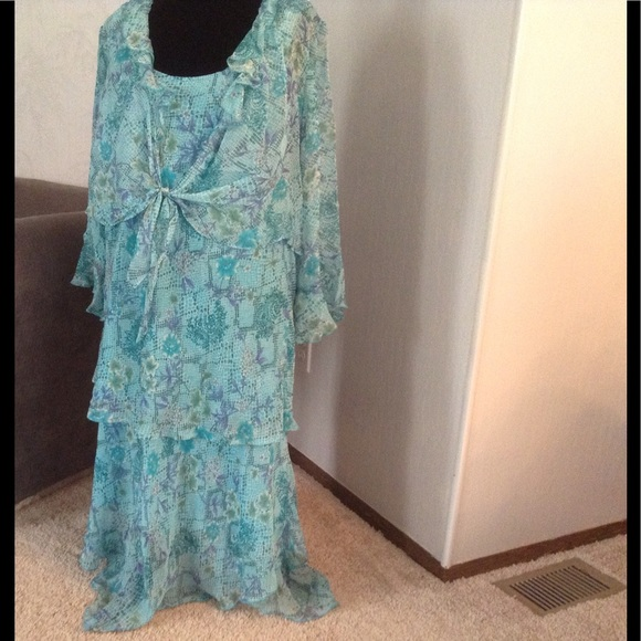 NEW YORK CITY DESIGN CO. WOMAN Dresses - Turquoise/Aqua SILK floral dress set.