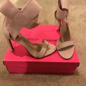 "Betsy Johnson ""Flirtyy"" heels ~ Blush Pink 8.5 😍"