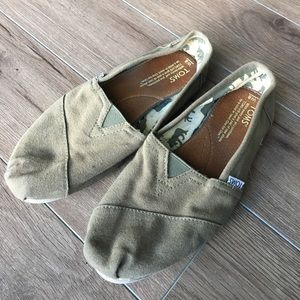 Toms classic army green canvas slip ons flats