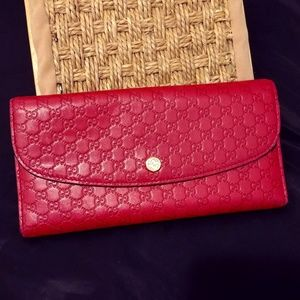 Gucci Hibiscus Red Signature Continental Wallet