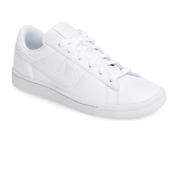 le scarpe nike di scarpe da ginnastica poshmark tennis classic