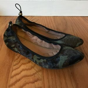 Vince Camuto calfskin camouflage camo ballet flats