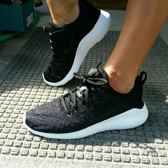 timeless design 20cd2 cb062 Women s Nike Kaishi 2.0 SE in Black   White