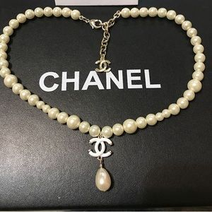 New Chanel white pearl dangling necklace