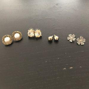 Bundle of 4 earrings