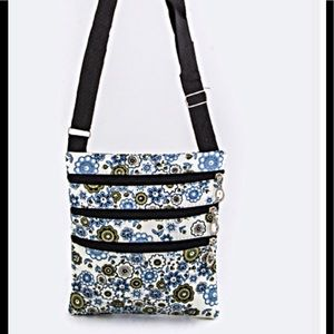 Handbags - 🎉Host Pick🎉Floral Cross Body