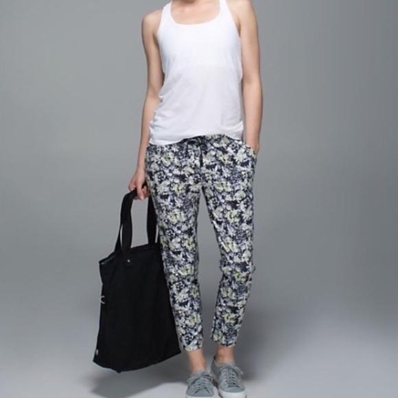 b48259f87 lululemon athletica Pants - Lululemon Jet Crop Slim RARE Floral Print