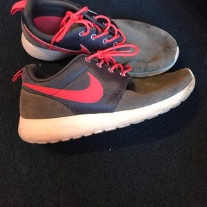 Nike shoes roshes
