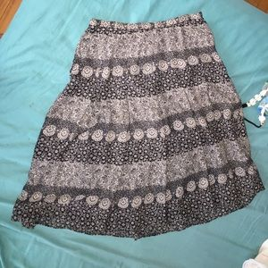Dresses & Skirts - Knee length skirt