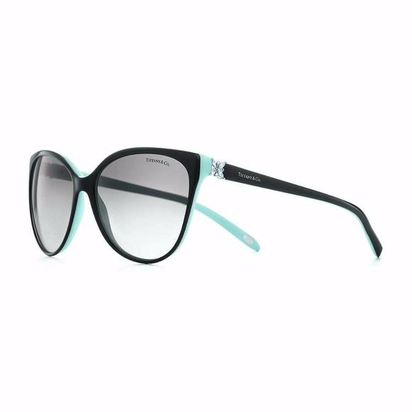 1f466e03b0 Tiffany   Co Victoria Cat Eye Sunglasses. M 59750b152599fefea103ea1e