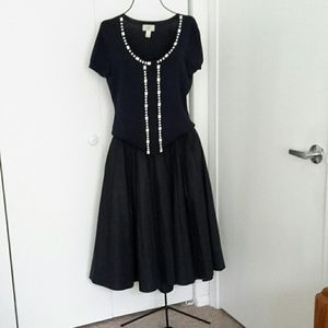 H&M midi  skirt navy , pleated, flared 6