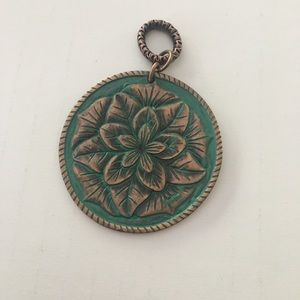 Jewelry - Beautiful green gold necklace charm