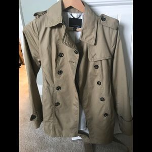 Banana Republic trench coat, NEVER WORN, size 4P