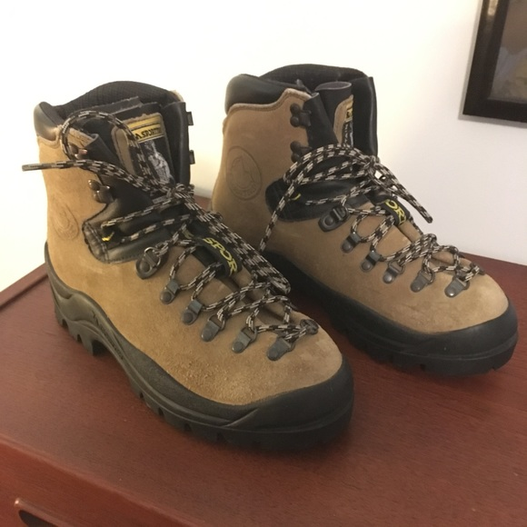 La Sportiva Makalu Mountaineering Boot