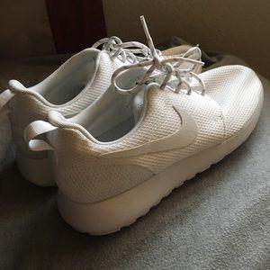 All White Nike Roshes