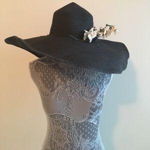 Accessories - Black oversized hat