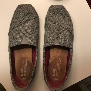 EEUC size 7 TOMS shoes