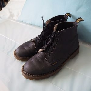 Dr. Martens 6 eye classic boots (uk 5, US W 7-8)