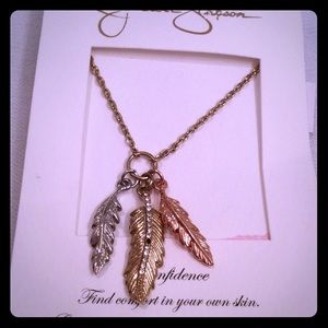 NEW Jessica Simpson 3 feather necklace