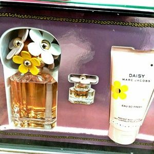 Daisy Eau So Fresh by Marc Jacobs Women's Gift Set