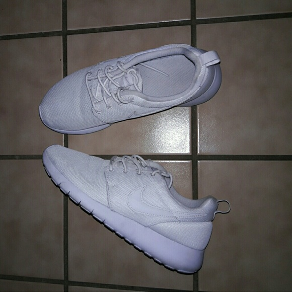 best loved a883c 7cf38 MUST HAVE! Nike Roshes (Kids/Women)