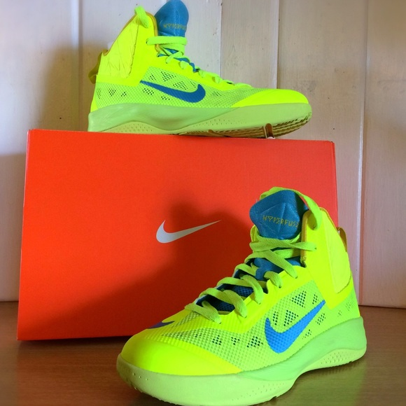 a9a6c825d83 Boys Nike Hyperfuse Basketball Shoes. M 59a890c8a88e7dad3900110c