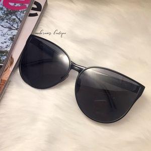 Bossy Sunglasses - Black Oversized Sunglasses