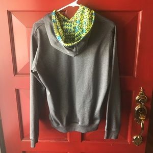 Under Armour Tops - UA Sweatshirt