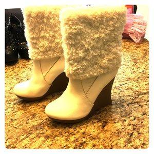 white faux fur ankle boots sz 8