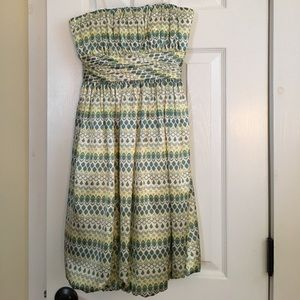 Fun patterned strapless cocktail dress! EUC 👗