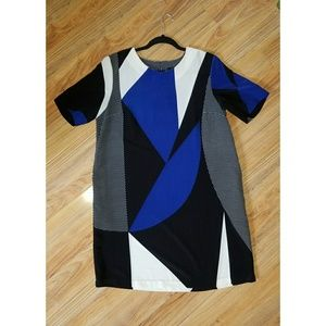 Dresses & Skirts - Abstract shift dress WITH POCKETS!