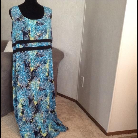 AVENUE Dresses & Skirts - Blue & White 'fireworks' Maxi