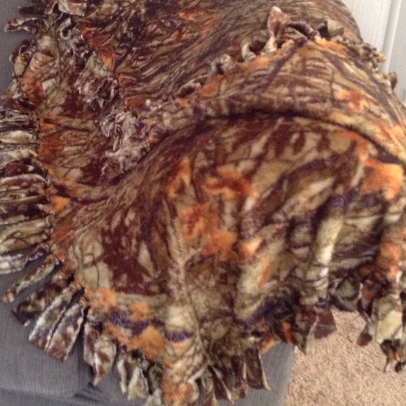 HANDMADE Other - 'OZARK' Hand knotted Throw. NWOT